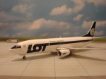 Model Boeing 737 LOT - 1:200 METALOWY